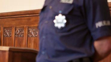 Policja w sądzie, zdj. ilustracyjne