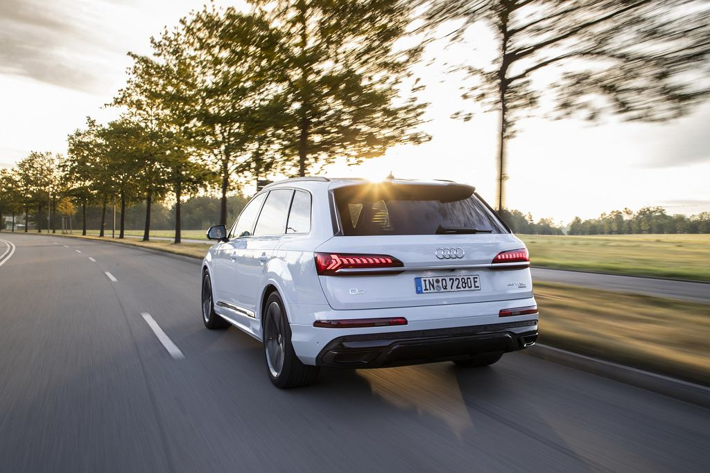 Audi Q7 55 TFSIe oraz 60 TFSIe