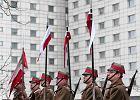 Kibice Lecha Poznań zapalili 4 tysiące zniczy na grobach powstańców wielkopolskich. Odpalili race