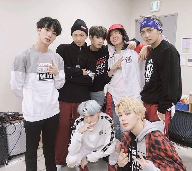 """A wszystko za sprawą siedmioosobowego boysbandu BTS, których album """"Love Yourself"""" znalazł się na siódmym miejscu cotygodniowego notowania Billboardu."""
