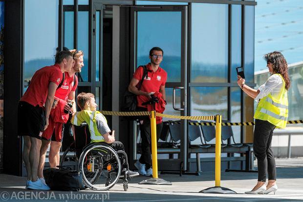 Zdjęcie numer 2 w galerii - W drodze na mundial. Piłkarze reprezentacji Polski lecą z Jasionki na mecz towarzyski z Chile [ZDJĘCIA]
