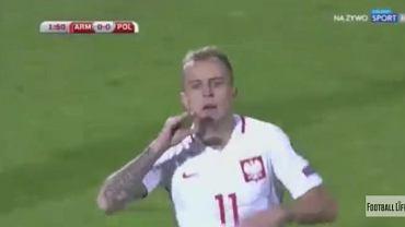 Kamil Grosicki cieszy się z gola w meczu z Armenią