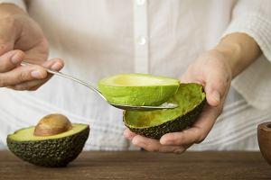 Awokado - jak jeść, by smakowało najlepiej? Pomysły na awokado i prosty sposób, jak sprawić, by zmiękło w ok. 10-15 minut