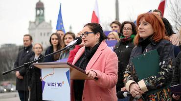 Anita Kucharska-Dziedzic przemawia podczas prezentacji inicjatywy Wiosna Kobiet!