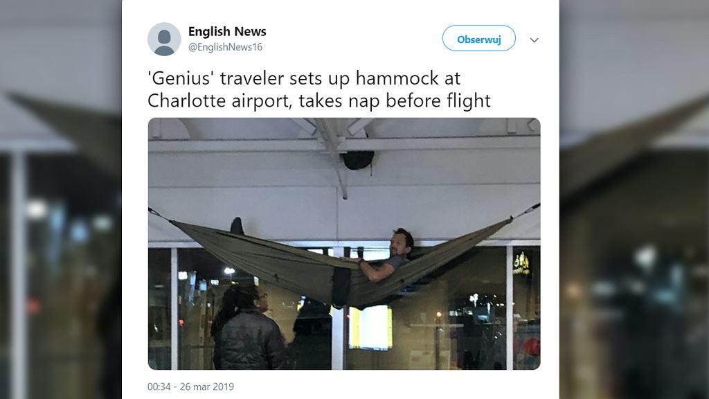 Mężczyzna rozwiesił hamak na lotnisku w Stanach Zjednoczonych