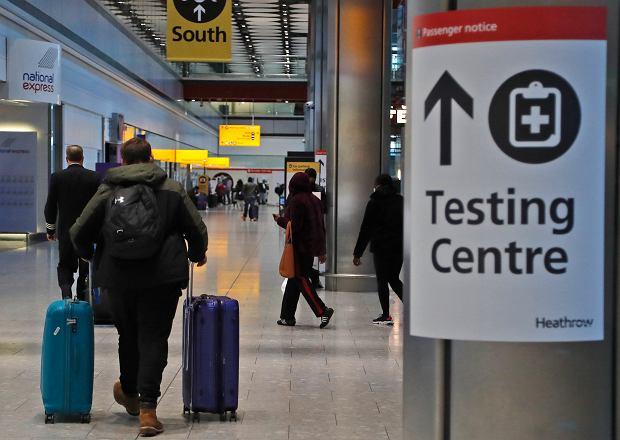 Testy na koronawirusa na lotnisku Londyn Heathrow