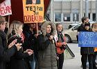 Strajk nauczycieli. Uczniowie murem za belframi. Pikietowali przed kuratorium [ZDJĘCIA]