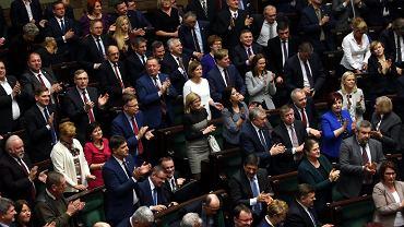 Sejm:Posłowie PiS fetują przegłosowanie nowelizacji ustawy medialnej