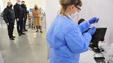 Szczepienia na koronawirusa. Prezydenci z polskich miast przyjeżdżają podglądać, jaka idą szczepienia w Starej Kopalni