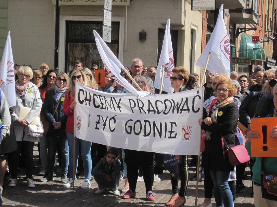 Demonstracja popierająca strajkujących nauczycieli