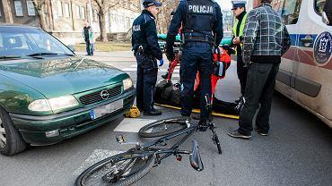 Wypadek z udziałem rowerzysty w Krakowie.