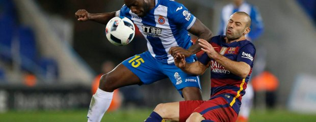 FC Barcelona's Javier Mascherano, right, duels for the ball against Espanyol's Michael Ciani during a Copa del Rey soccer match at RCDE stadium in Barcelona, Spain, Wednesday, Jan. 13, 2016. (AP Photo/Manu Fernandez)