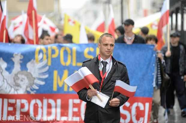 Tomasz Greniuch (z lewej) podczas Opolskiego Marszu Niepodleglości, 02.05.2013