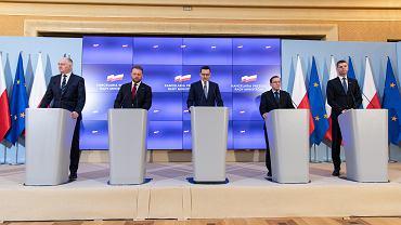 Konferencja premiera Mateusza Morawieckiego w sprawie rosnącej liczby przypadków zakażenia koronawirusem