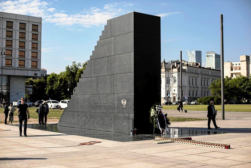 Pomnik smoleński na placu Piłsudskiego w Warszawie, 10 maja 2018