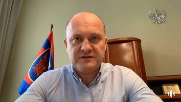 Piotr Krzystek podczas  wystąpienia transmitowanego na Facebooku