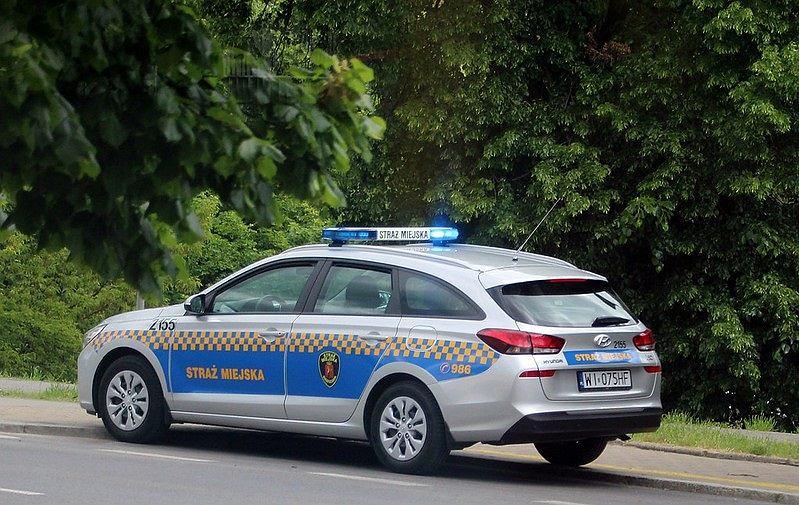 Radiowóz straży miejskiej. Zdjęcie ilustracyjne