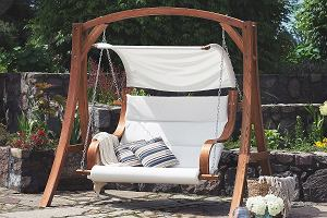 Huśtawka ogrodowa: sposób na relaks na świeżym powietrzu