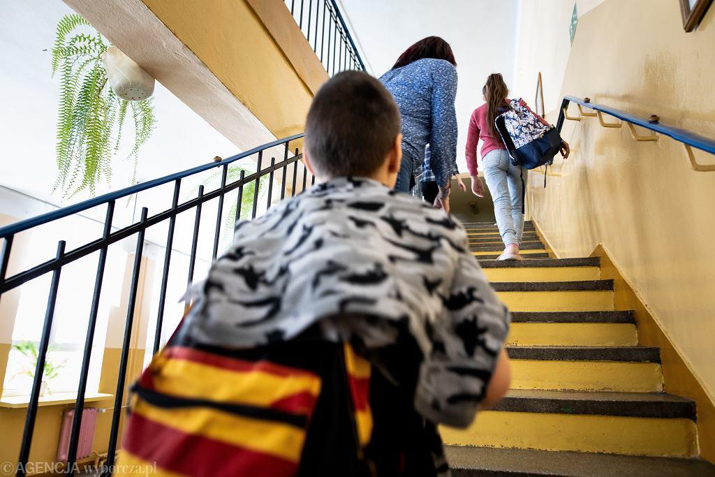 Dzieci w szkole w czasie pandemii