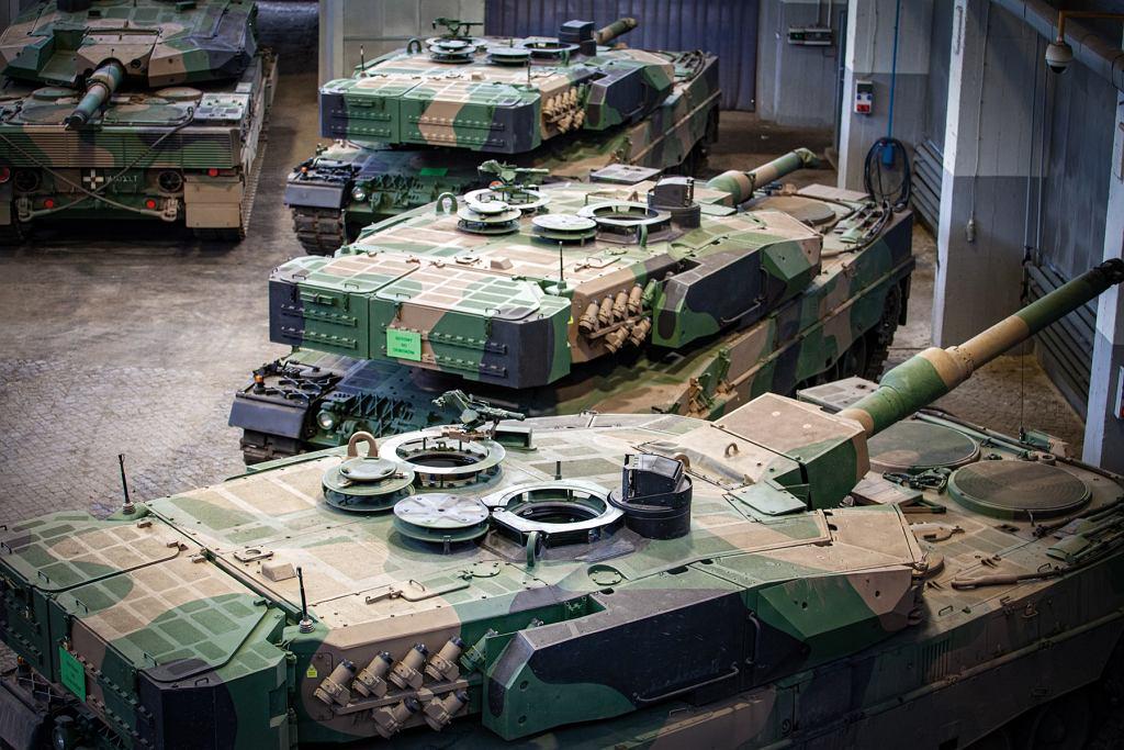 Czołgi Leopard 2PL w oczekiwaniu na odbiór przez wojsko