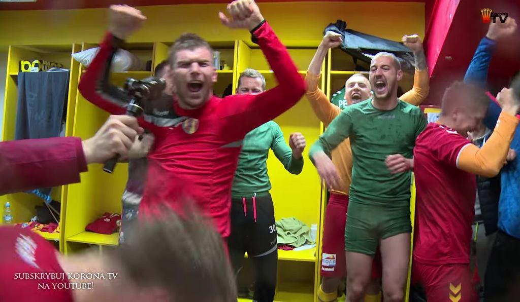 Radość piłkarzy Korony po awansie do pierwszej ósemki