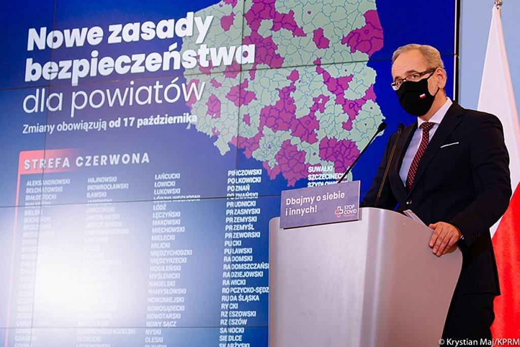 Minister Adam Niedzielski podczas ogłaszania obostrzeń