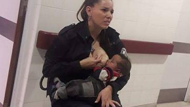 Argentyńska policjantka Celeste Ayala karmi piersią bezdomne dziecko. Wcześniej szpital nie chciał mu pomóc