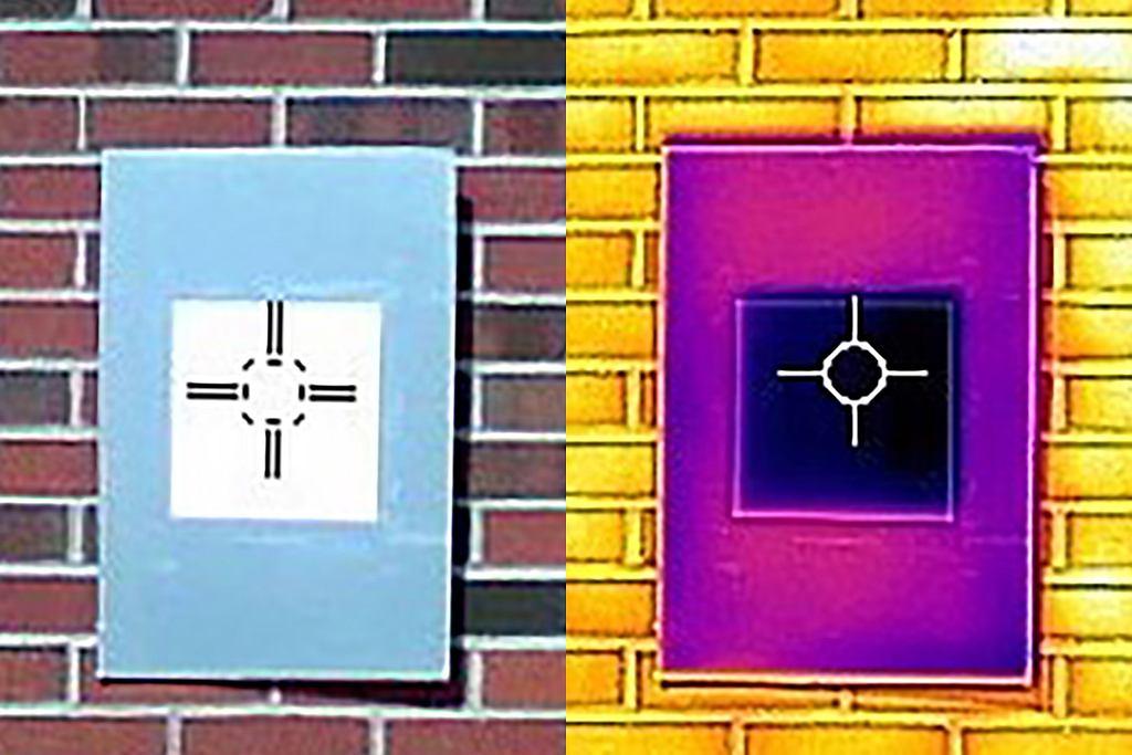 Jeden z wynalzaców fabry - Xiulin Ruan - demonstruje zachowanie termiczne farb na ekranie kamery termowizyjnej.