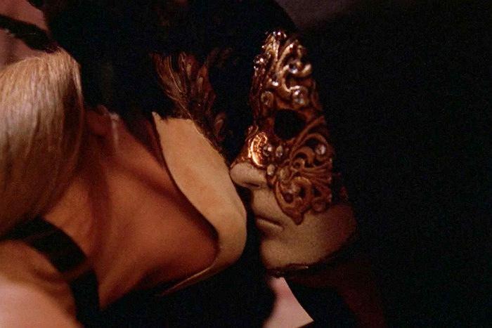 Abigail Good i Tom Cruise w filmie 'Oczy szeroko zamknięte'
