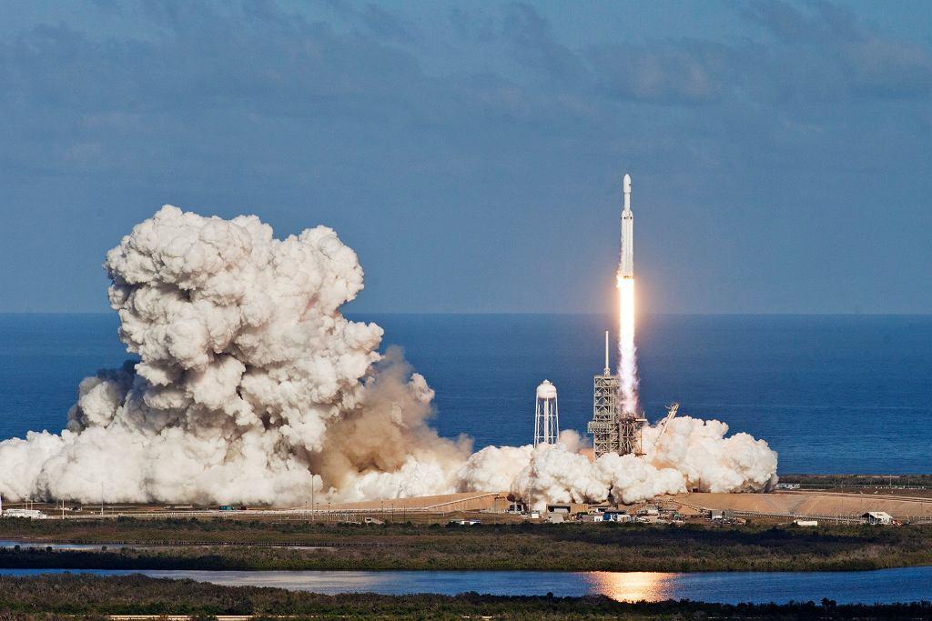 SpaceX ma pierwszego 'kosmicznego' turystę, na zdjęciu start rakiety SpaceX
