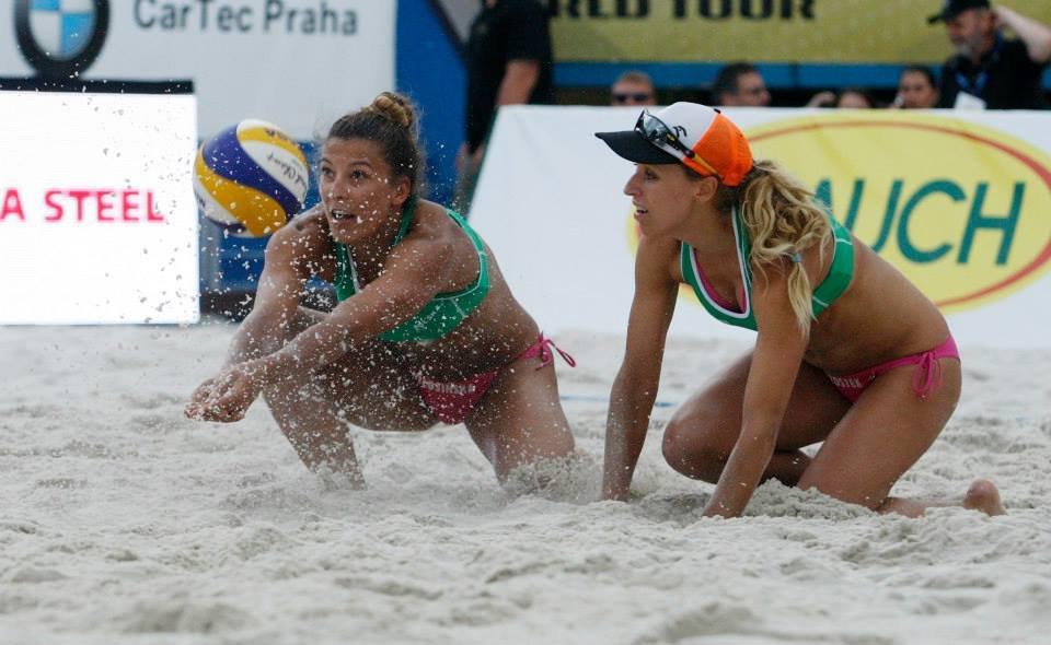 Kinga Kołosińska (z lewej) i Monika Brzostek podczas Pucharu Świata w Pradze