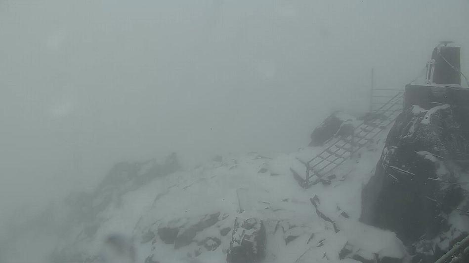 Aktualne warunku na szczycie Łomnicy w słowackich Tatrach Wysokich