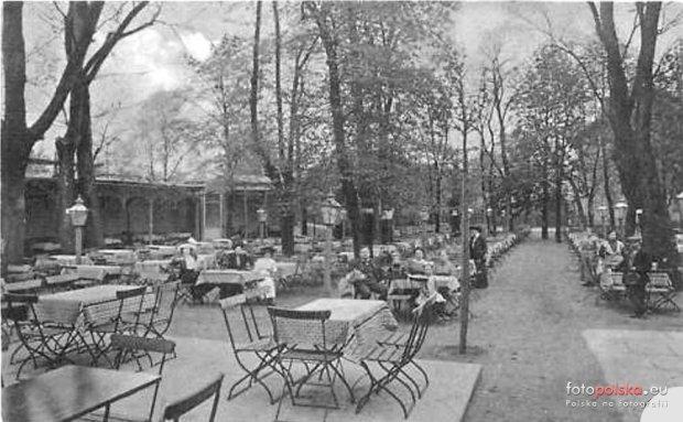 Zdjęcie numer 18 w galerii - Ogródki restauracyjne pierwsze tej wiosny i te przedwojenne [ARCHIWALNE ZDJĘCIA]