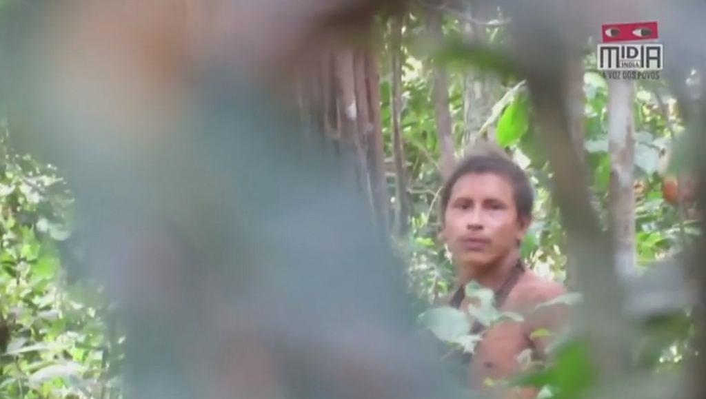 Członek zagrożonego plemienia z Amazonii