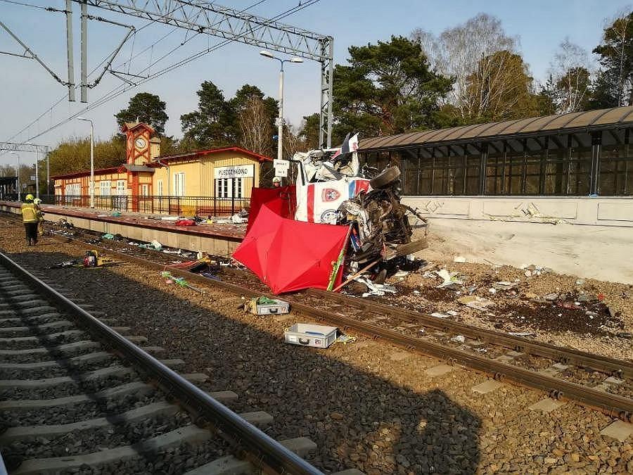 Wypadek na przejeździe kolejowym w Puszczkowie