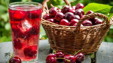 Sok z wiśni będzie wartościowym napojem także dla kobiet karmiących piersią.