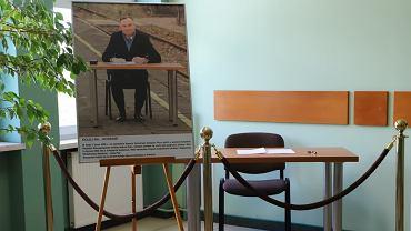 Stolik, przy którym Andrzej Duda podpisywał ustawę kolejową
