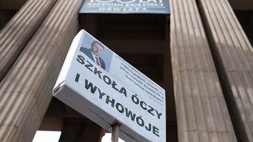 Demonstracja pod Ministerstwem Edukacji Narodowej przeciwko nowemu ministrowi edukacji narodowej Przemysławowi Czarnkowi, 4 października 2020 r.