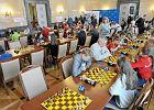 Amatorzy zagrają z arcymistrzami. Charytatywne zawody szachów
