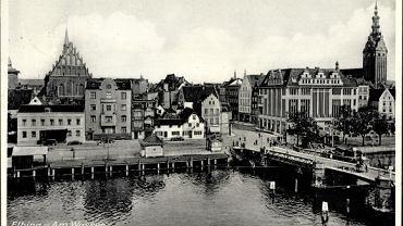 Piękne zabytki, potężny przemysł, ludne ulice. Dwa tygodnie walk toczonych w Elblągu w 1945 roku przez Niemców i Sowietów, kompletnie zmieniły wygląd i klimat tego miasta. W kolejną rocznicę tych wydarzeń postanowiliśmy przypomnieć Elbląg, którego już nie ma. Na zdjęciu most nad rzeką Elbląg.