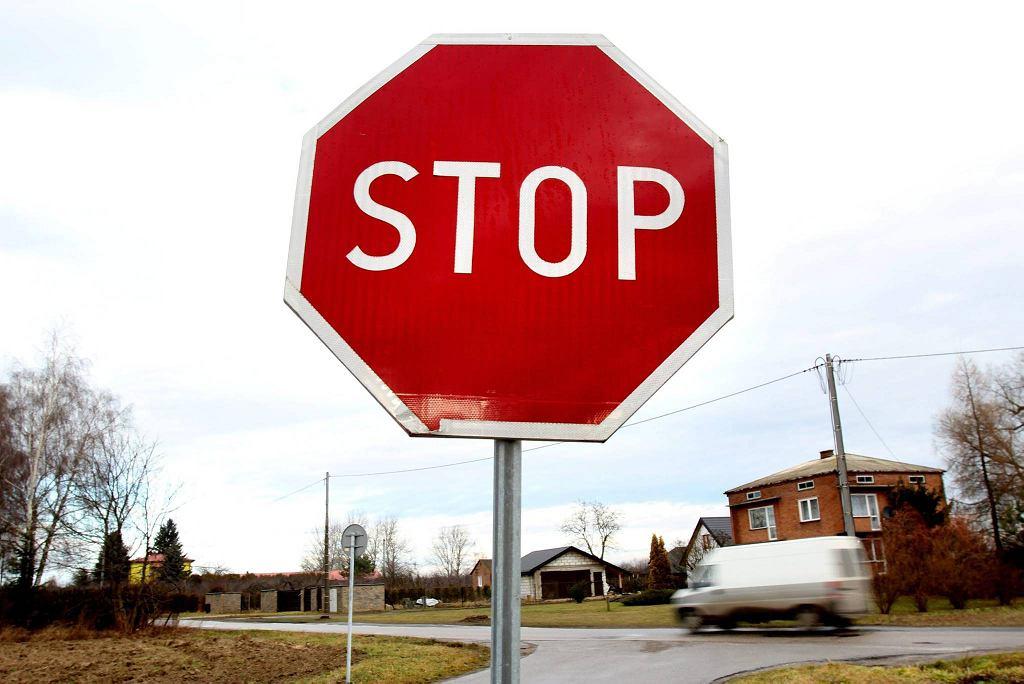 - Skoro nie było znaku, uznałem, że nie ma takiej konieczności - tłumaczył w śledztwie jeden z urzędników. 'Stop' na feralnym skrzyżowaniu teraz stoi