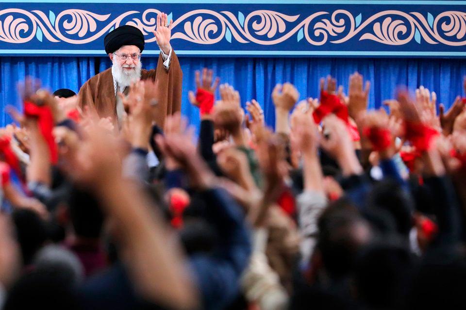 3.11.2018, Teheran, przemawia ajatollah Ali al-Chamenei, duchowy przywódca Irańczyków.