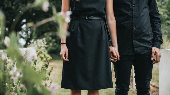 Na czarno, chociaż już nie tylko, czyli pogrzebowy dress code