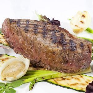 Stek z antrykotu i wiosenne warzywa z grilla