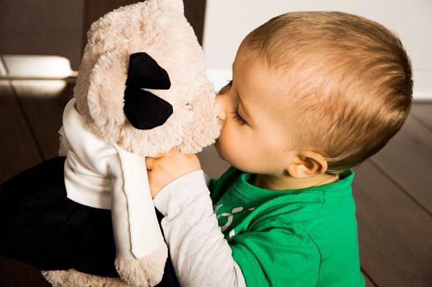 Zabawa w odgrywanie ról rozwija wyobraźnię dziecka.