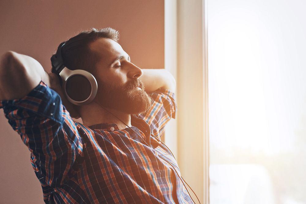 Muzyka relaksacyjna to głównie spokojne, stonowane dźwięki, które działają wyciszająco na organizm - nie pobudzająco