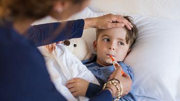 Zwolnienie lekarskie na dziecko przysługuje ubezpieczonym rodzicom. Zdjęcie ilustracyjne