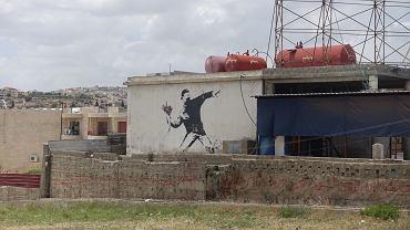 Banksy nie ma praw do swojego znanego dzieła. Powodem ukrywanie tożsamości