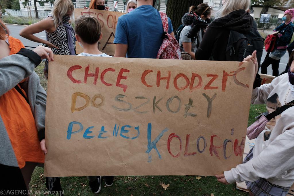 Warszawa. Pikieta przed Ministerstwem Edukacji Narodowej (04.10)
