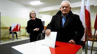 Leszek Miller oddaje głos w wyborach samorządowych